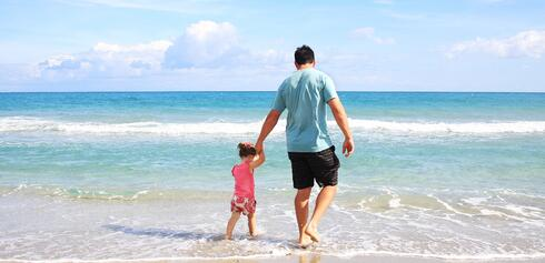 beach-coast-dad-38302