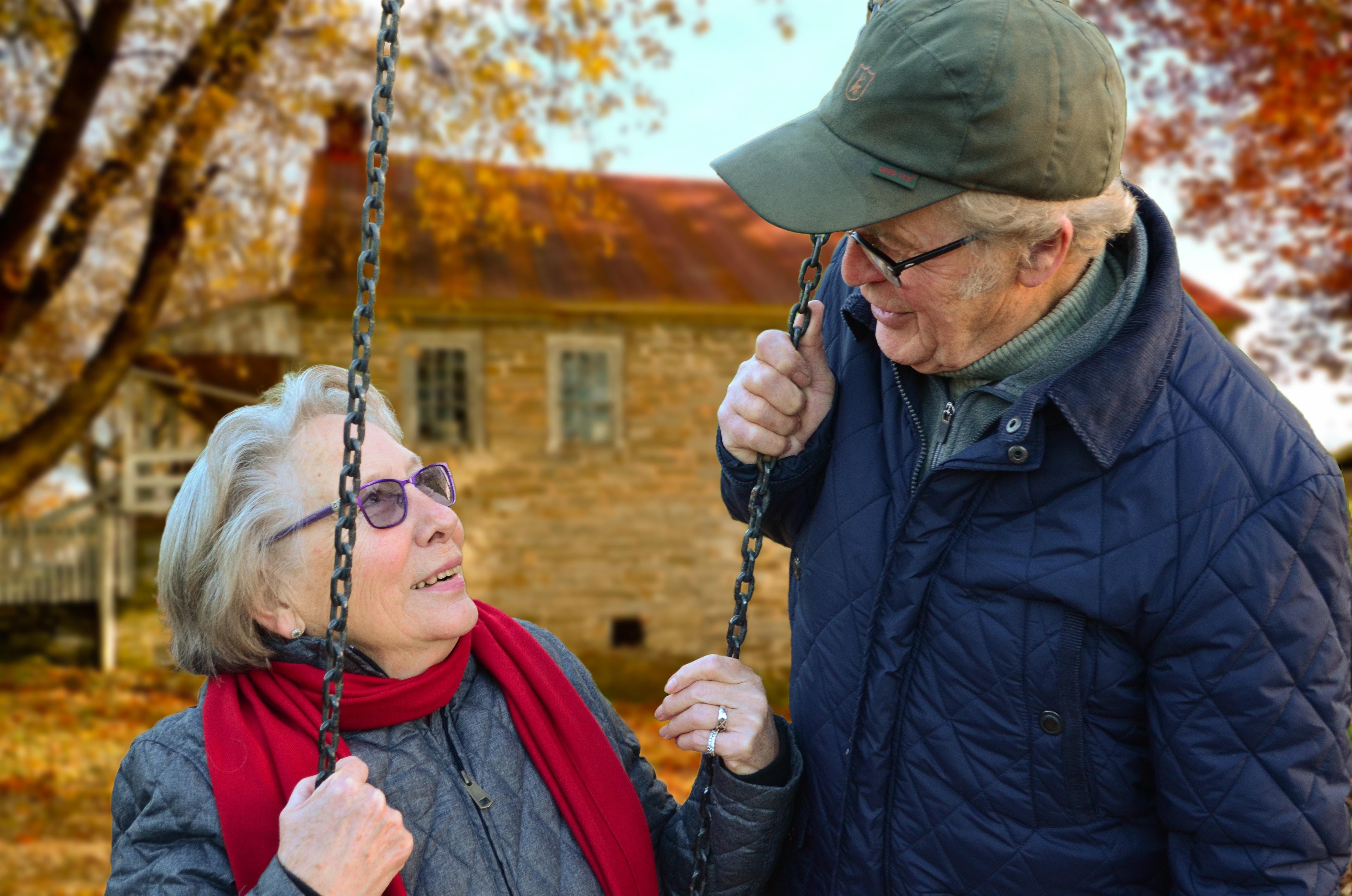 care-chain-couple-34761